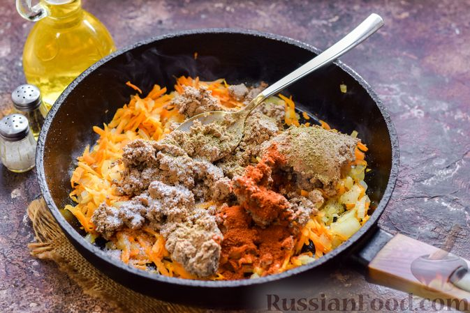 Фото приготовления рецепта: Запеканка из картофельного пюре, с куриной печенью - шаг №11
