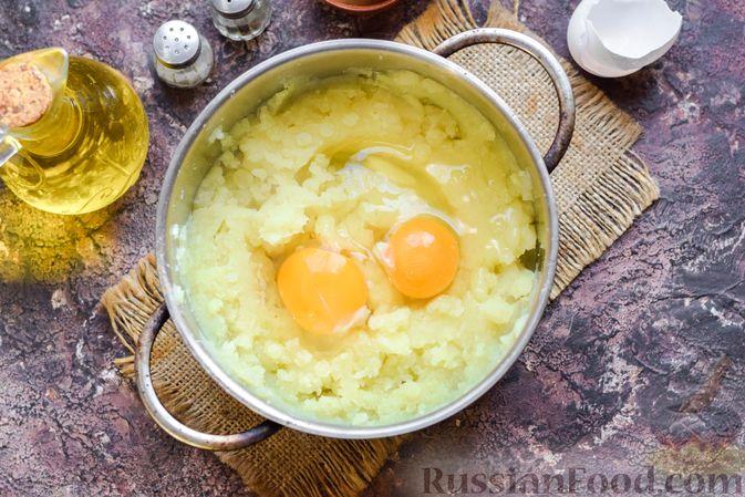 Фото приготовления рецепта: Запеканка из картофельного пюре, с куриной печенью - шаг №5
