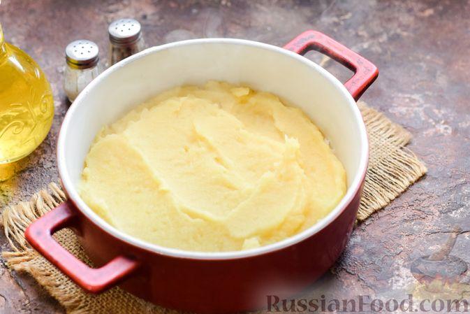 Фото приготовления рецепта: Запеканка из картофельного пюре, с куриной печенью - шаг №13