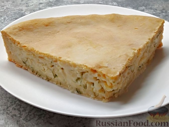 Фото к рецепту: Луковый пирог с плавленым сыром, из песочного теста