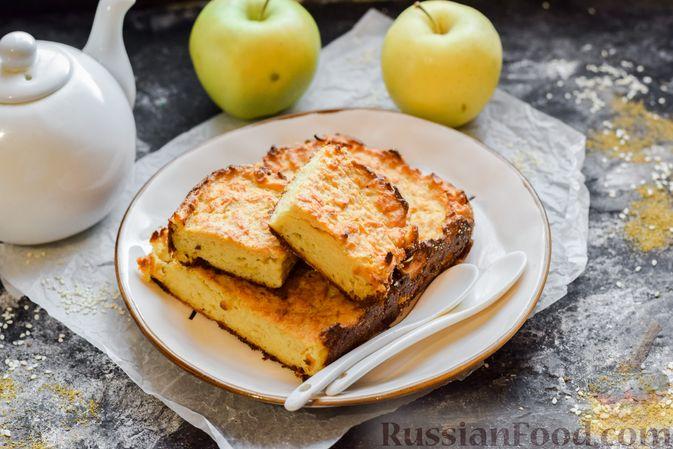 Фото к рецепту: Яблочный манник на сметане