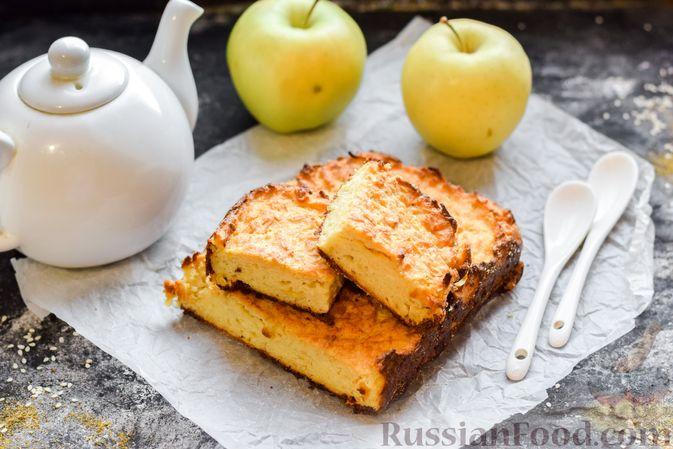 Фото приготовления рецепта: Яблочный манник на сметане - шаг №14