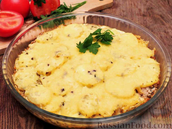 Фото к рецепту: Картофельная запеканка с мясным фаршем, грибами и сыром