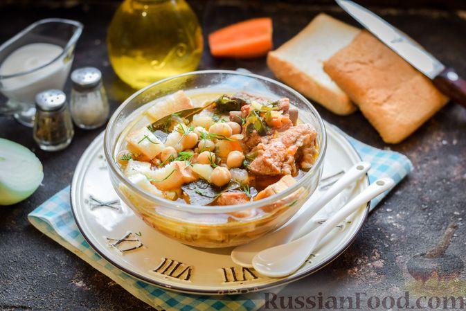 Фото к рецепту: Суп с нутом и свиными рёбрышками