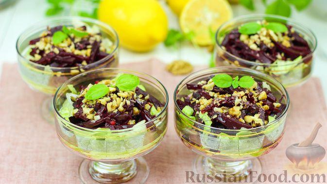 Фото к рецепту: Свекольный салат с оригинальной салатной заправкой