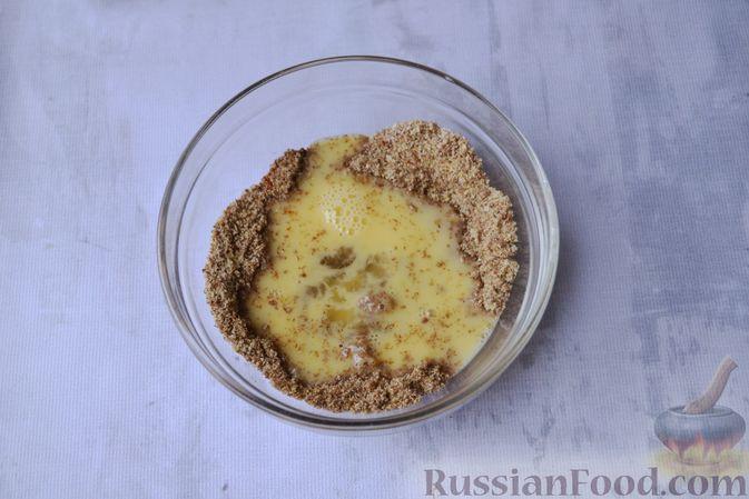 Фото приготовления рецепта: Льняная лепёшка без пшеничной муки (в микроволновке) - шаг №7