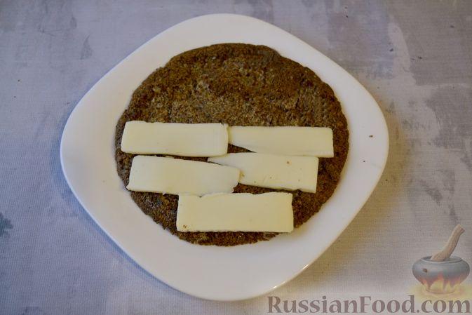 Фото приготовления рецепта: Льняная лепёшка без пшеничной муки (в микроволновке) - шаг №13