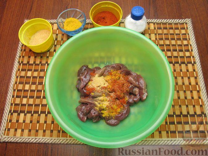 Фото приготовления рецепта: Жареная картошка с говяжьей печенью - шаг №3