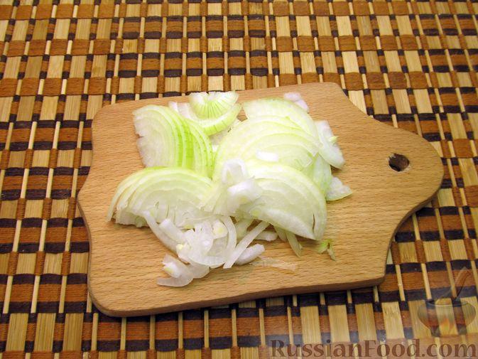 Фото приготовления рецепта: Жареная картошка с говяжьей печенью - шаг №8