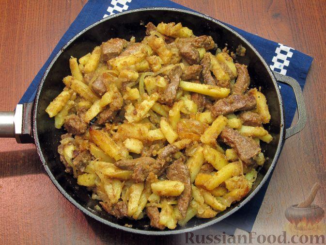 Фото приготовления рецепта: Жареная картошка с говяжьей печенью - шаг №18