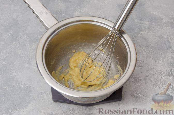 Фото приготовления рецепта: Запеканка из макарон с соусом бешамель и сыром - шаг №4