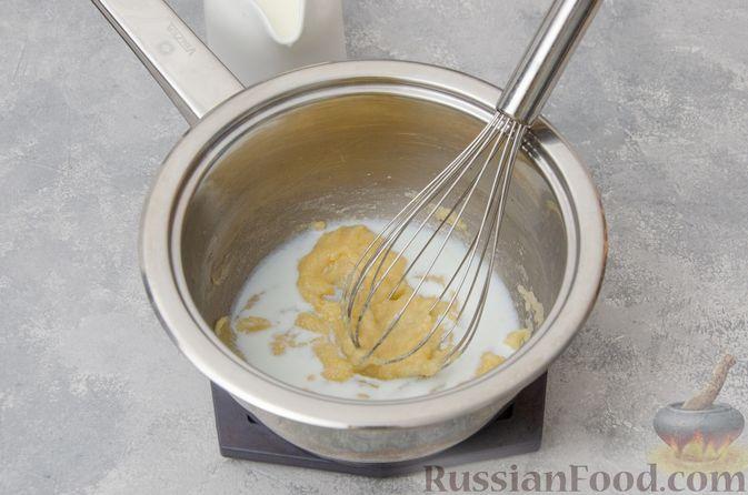 Фото приготовления рецепта: Запеканка из макарон с соусом бешамель и сыром - шаг №5
