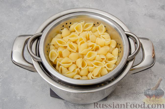 Фото приготовления рецепта: Запеканка из макарон с соусом бешамель и сыром - шаг №2