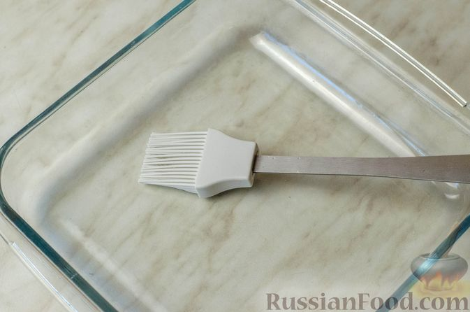 Фото приготовления рецепта: Мясные рулетики с омлетом, запечённые с картофелем и сливками - шаг №18
