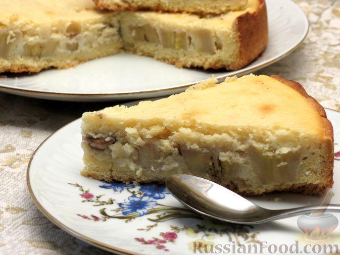 Фото приготовления рецепта: Открытый песочный пирог с бананами в яично-сметанной заливке - шаг №14