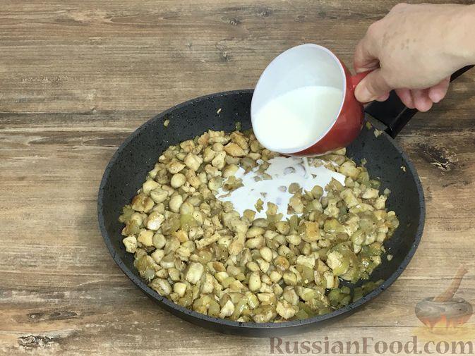 Фото приготовления рецепта: Волованы с курицей и грибами - шаг №19