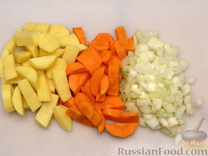"""Фото приготовления рецепта: Филе индейки """"Гармошка"""" с помидорами, шпинатом и сыром, запечённое с овощами - шаг №5"""