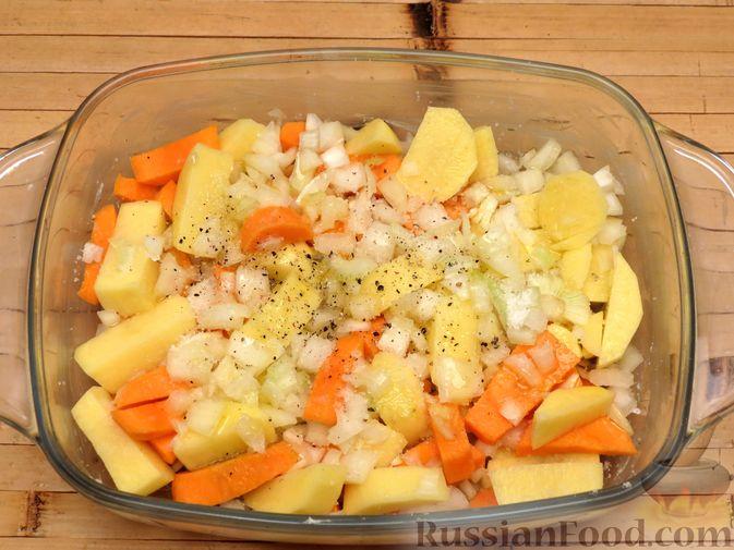 """Фото приготовления рецепта: Филе индейки """"Гармошка"""" с помидорами, шпинатом и сыром, запечённое с овощами - шаг №6"""