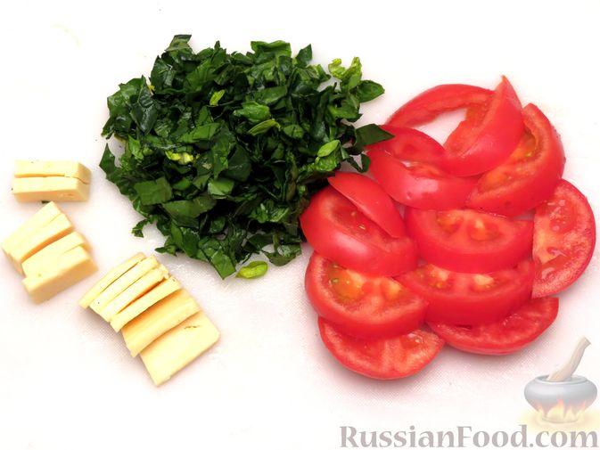 """Фото приготовления рецепта: Филе индейки """"Гармошка"""" с помидорами, шпинатом и сыром, запечённое с овощами - шаг №8"""