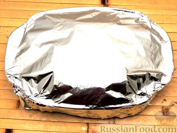 """Фото приготовления рецепта: Филе индейки """"Гармошка"""" с помидорами, шпинатом и сыром, запечённое с овощами - шаг №10"""
