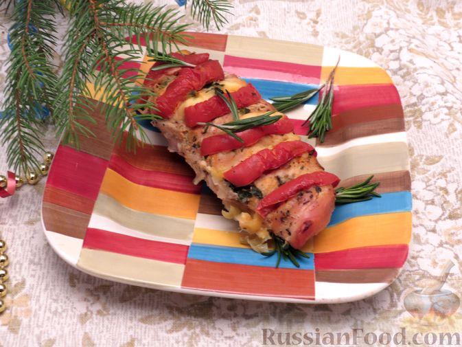 """Фото приготовления рецепта: Филе индейки """"Гармошка"""" с помидорами, шпинатом и сыром, запечённое с овощами - шаг №12"""
