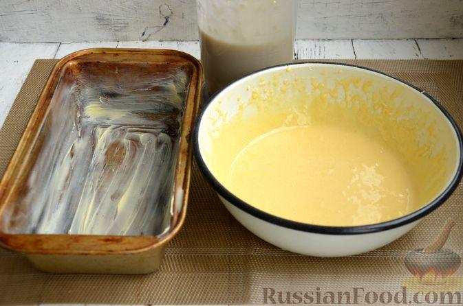 """Фото приготовления рецепта: Кекс """"Жираф"""" из двух видов бисквита с прослойкой какао-порошка - шаг №9"""