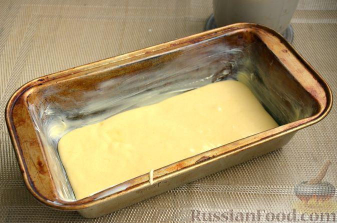 """Фото приготовления рецепта: Кекс """"Жираф"""" из двух видов бисквита с прослойкой какао-порошка - шаг №10"""