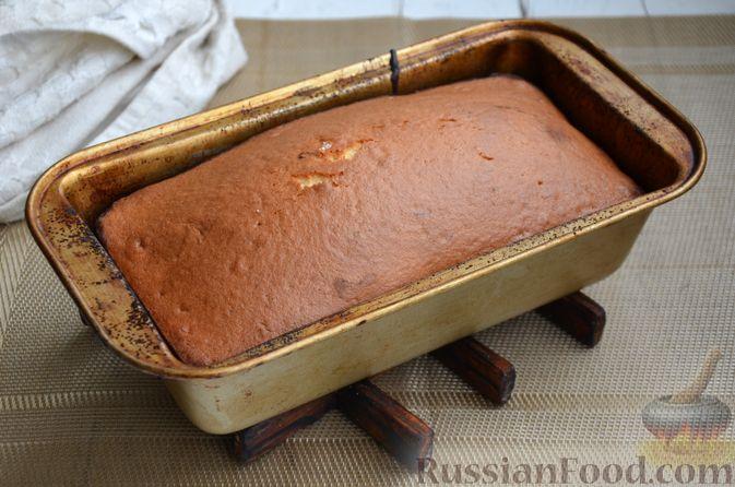 """Фото приготовления рецепта: Кекс """"Жираф"""" из двух видов бисквита с прослойкой какао-порошка - шаг №14"""