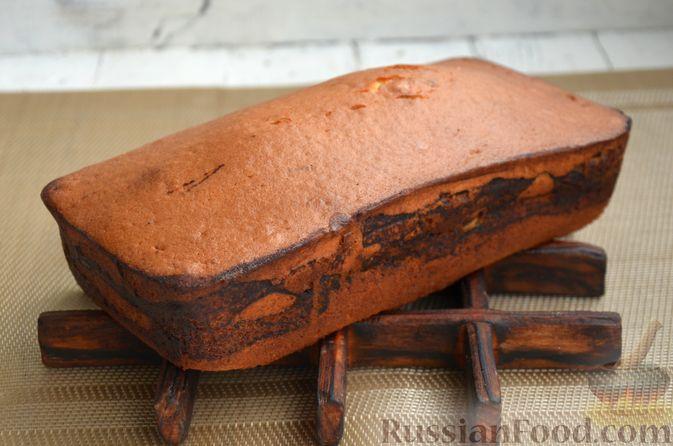"""Фото приготовления рецепта: Кекс """"Жираф"""" из двух видов бисквита с прослойкой какао-порошка - шаг №15"""