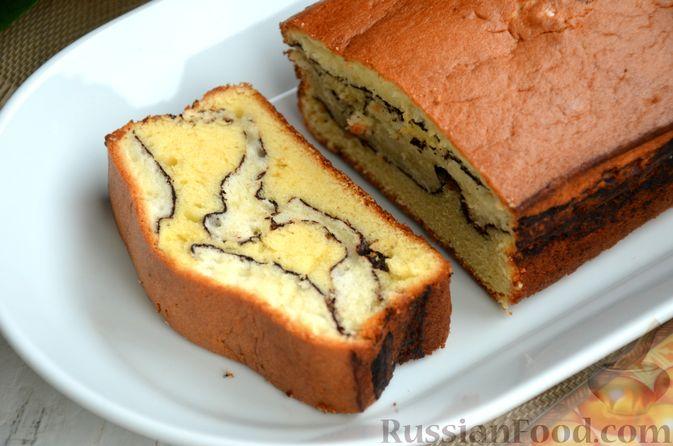 """Фото приготовления рецепта: Кекс """"Жираф"""" из двух видов бисквита с прослойкой какао-порошка - шаг №16"""
