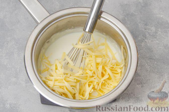Фото приготовления рецепта: Запеканка из макарон с соусом бешамель и сыром - шаг №9