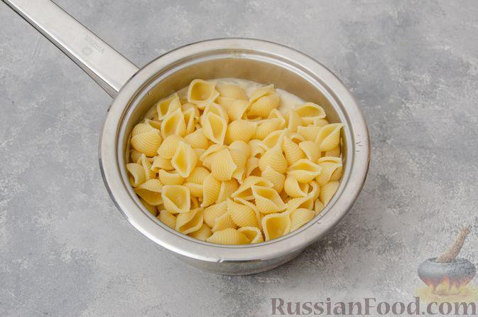 Фото приготовления рецепта: Запеканка из макарон с соусом бешамель и сыром - шаг №10