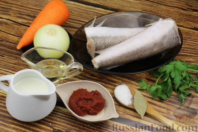 Фото приготовления рецепта: Рыба, тушенная в сливочно-томатном соусе - шаг №1