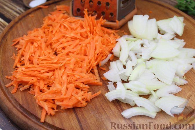 Фото приготовления рецепта: Рыба, тушенная в сливочно-томатном соусе - шаг №2