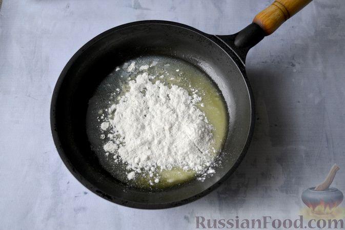Фото приготовления рецепта: Лазанья с рыбой, помидором и сыром - шаг №5