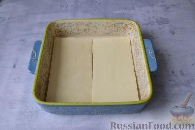 Фото приготовления рецепта: Лазанья с рыбой, помидором и сыром - шаг №10