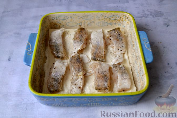 Фото приготовления рецепта: Лазанья с рыбой, помидором и сыром - шаг №12