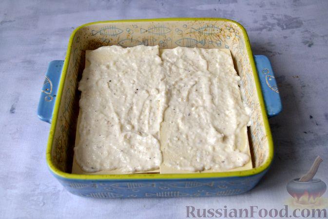 Фото приготовления рецепта: Лазанья с рыбой, помидором и сыром - шаг №13