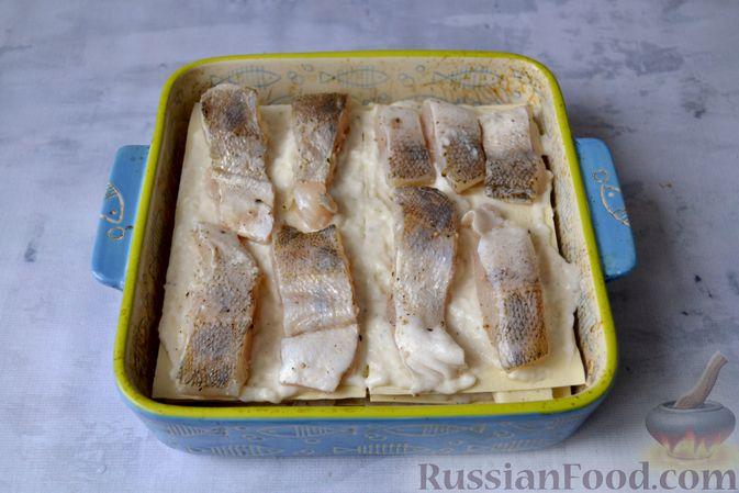 Фото приготовления рецепта: Лазанья с рыбой, помидором и сыром - шаг №16