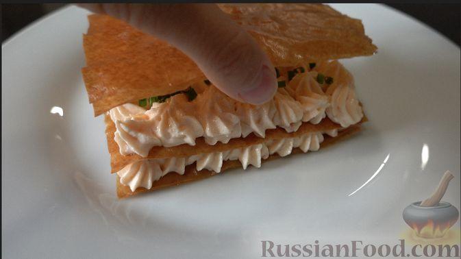 Фото приготовления рецепта: Закуска из теста фило с кремом из сёмги и сливочного сыра - шаг №5