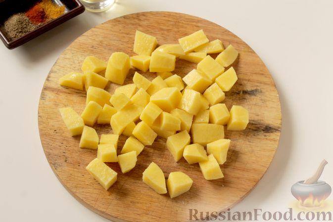 Фото приготовления рецепта: Картошка, запечённая с капустой - шаг №3