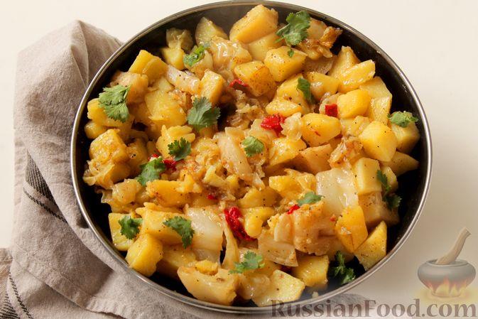 Фото приготовления рецепта: Картошка, запечённая с капустой - шаг №7