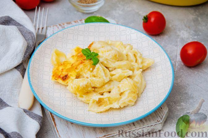 Фото к рецепту: Запеканка из макарон с соусом бешамель и сыром