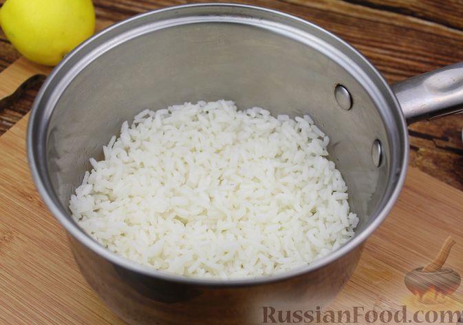 Фото приготовления рецепта: Рис с авокадо - шаг №4