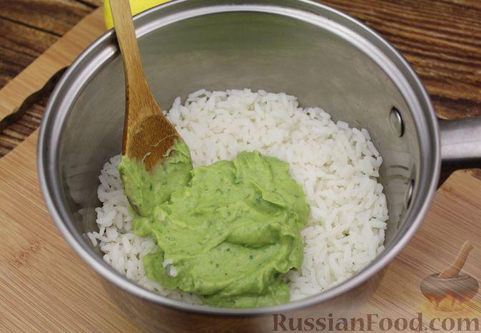 Фото приготовления рецепта: Рис с авокадо - шаг №8