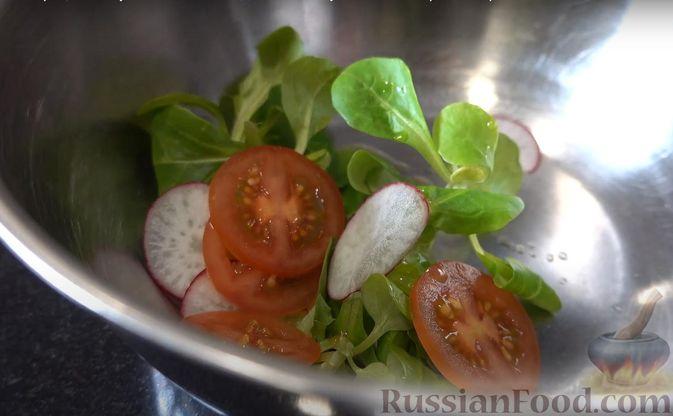 Фото приготовления рецепта: Закуска из теста фило с кремом из сёмги и сливочного сыра - шаг №6