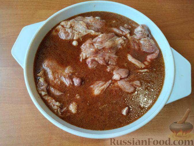 Фото приготовления рецепта: Курица, запечённая в маринаде из гранатового сока - шаг №4