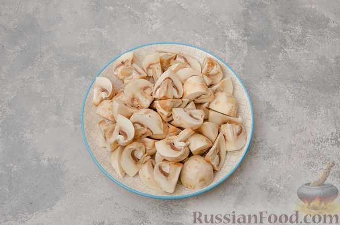 Фото приготовления рецепта: Пекинская капуста, тушенная с грибами - шаг №2