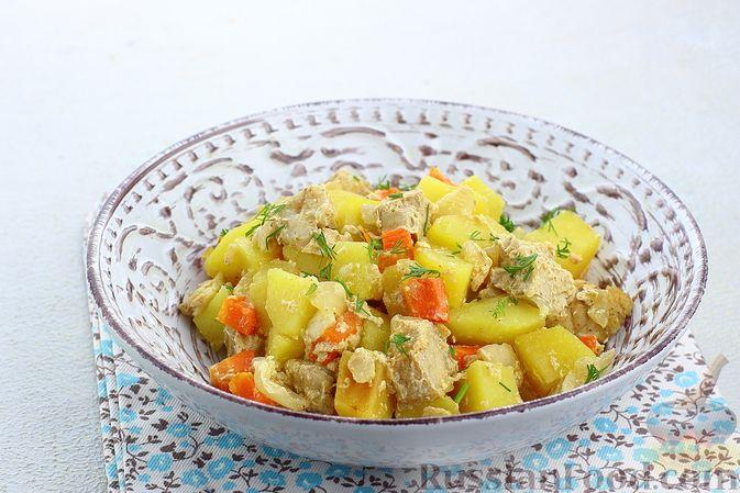 Фото к рецепту: Картошка, запечённая со свининой и сметаной (в рукаве)
