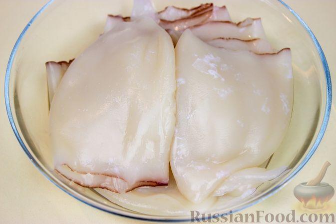 Фото приготовления рецепта: Фаршированные кальмары с крабовыми палочками - шаг №1
